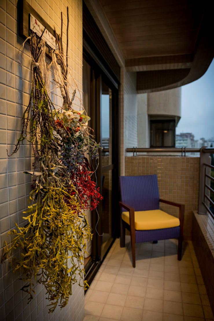 Varanda Loft Trompwski: Terraços  por Falchetti Photo Concept