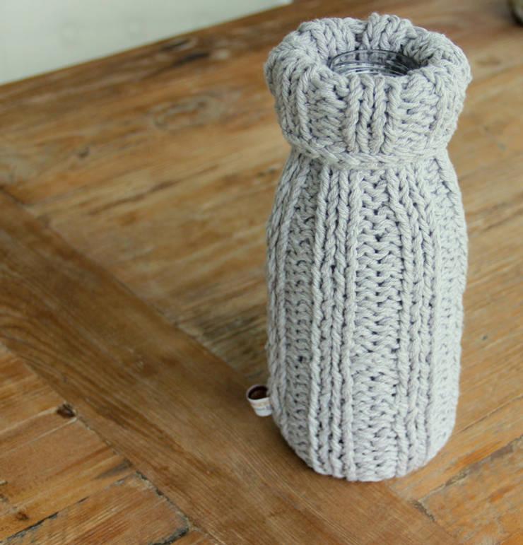 Wazon ubrany w sznurek: styl , w kategorii Łazienka zaprojektowany przez Manufaktura pracownia artystyczna