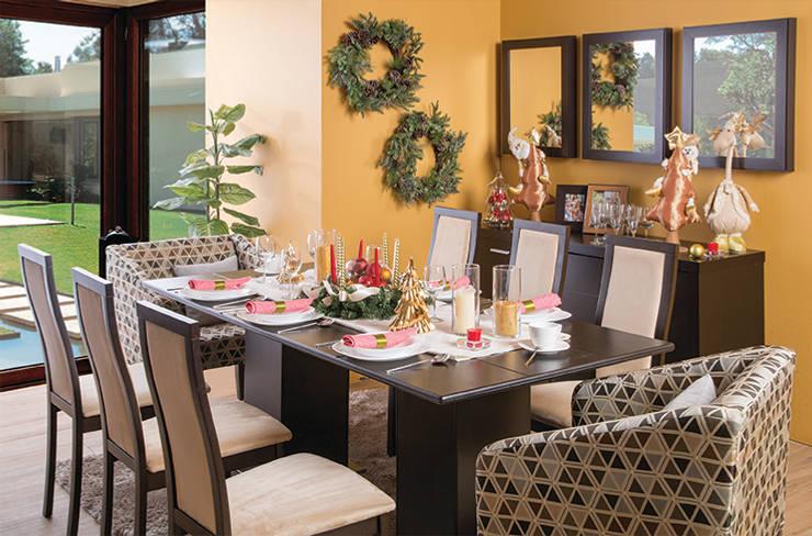 Cena navideña: Comedor de estilo  por Idea Interior