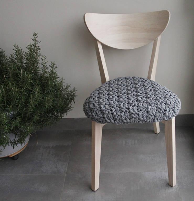 Krzesło lata 60.: styl , w kategorii Korytarz, hol i schody zaprojektowany przez Manufaktura pracownia artystyczna