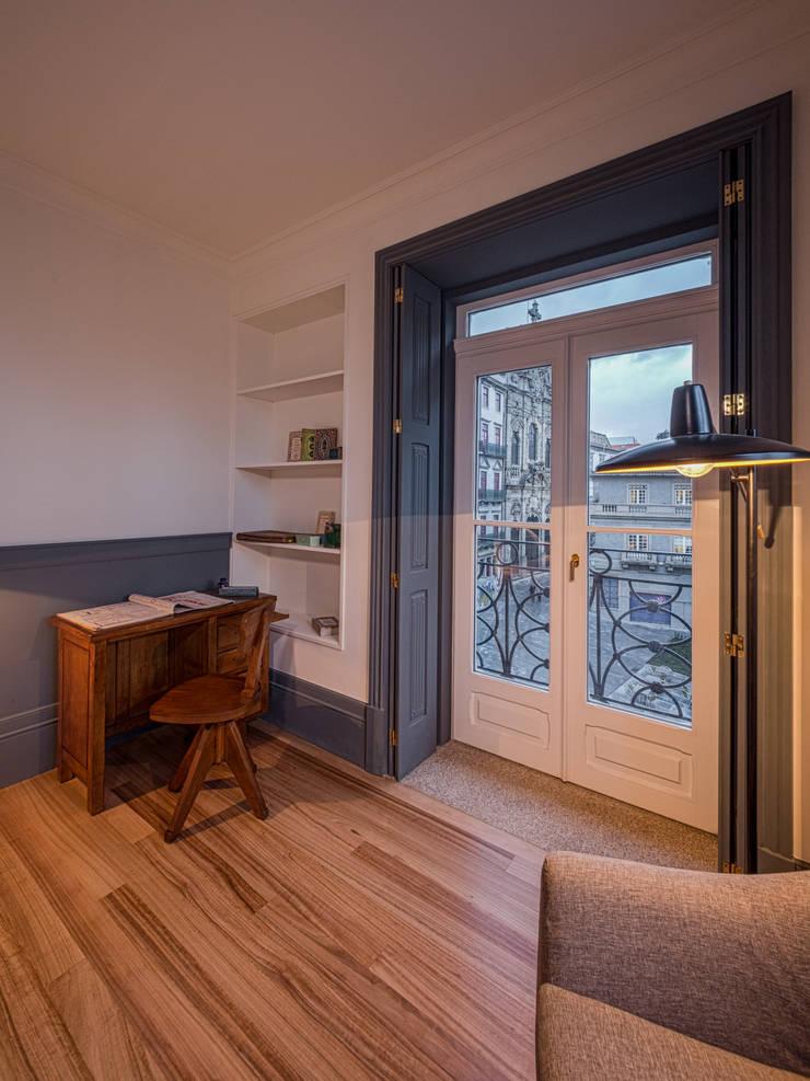 Fernando Pereira: Hotéis  por JRBOTAS Design & Home Concept