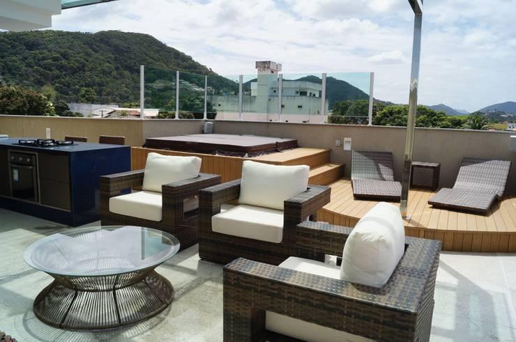 Cobertura Piratininga 2015: Terraços  por Catharina Quadros Arquitetura e Interiores