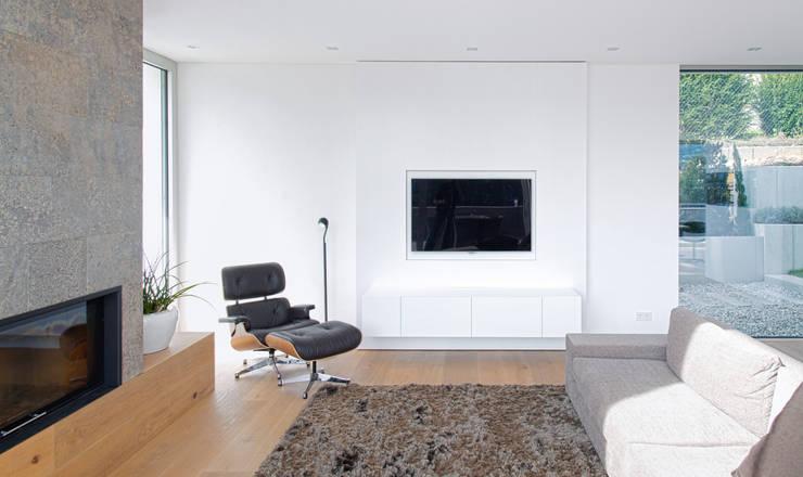 Wohnzimmerwand: moderner Wintergarten von Diemer Architekten