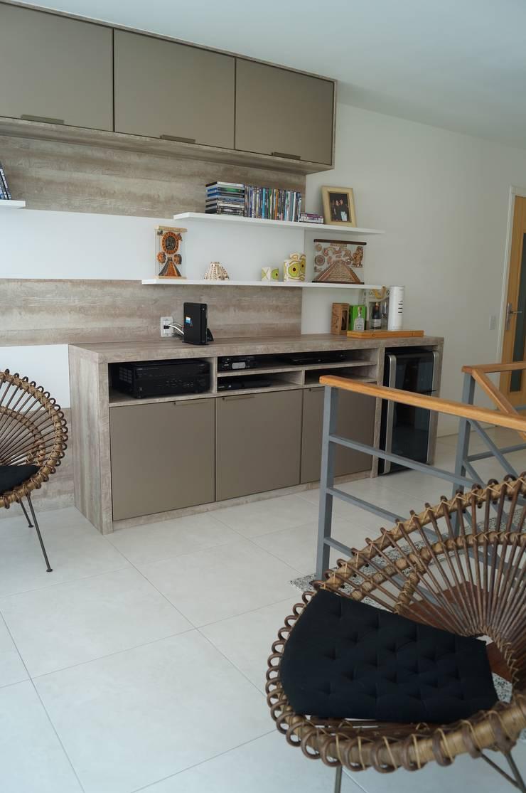 Cobertura Piratininga 2015: Salas de estar  por Catharina Quadros Arquitetura e Interiores