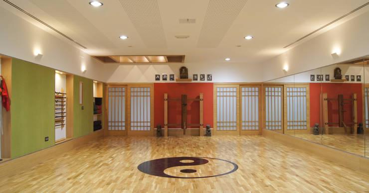Salle de sport de style  par Alberto Millán Arquitecto
