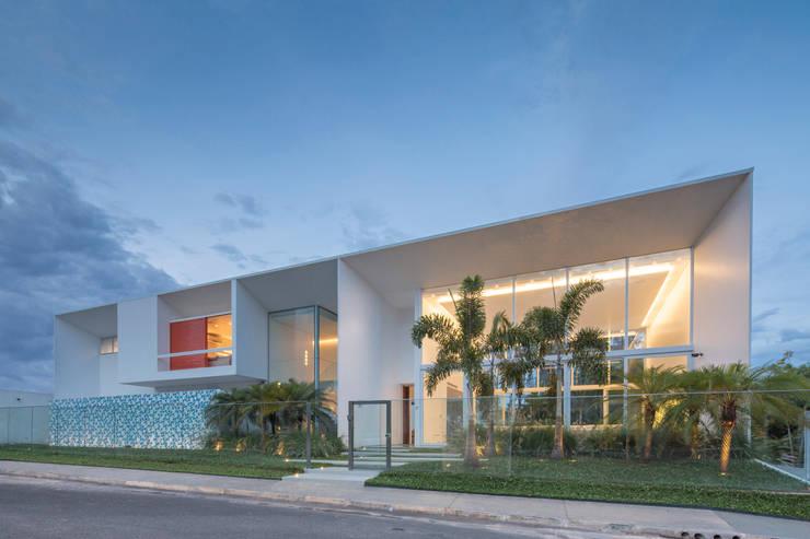 Vista da Rua:   por Carlos Bratke Arquiteto