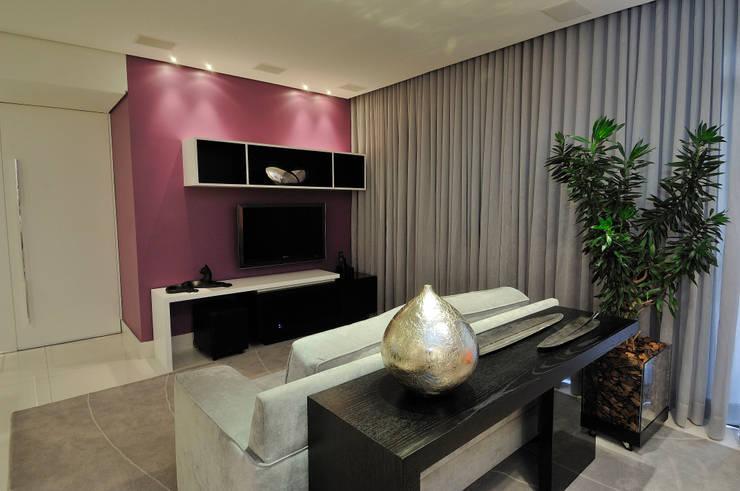 Sala de Estar / TV da família Salas de estar modernas por Gislene Soeiro Arquitetura e Interiores Moderno