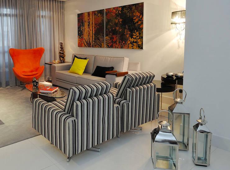 APTO FAMGUER08 Salas de estar modernas por Gislene Soeiro Arquitetura e Interiores Moderno