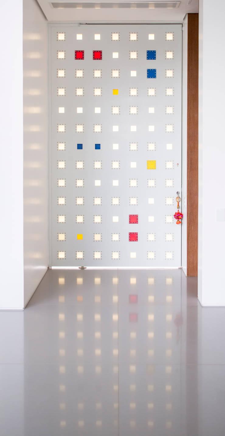 Porta de Entrada:   por Carlos Bratke Arquiteto
