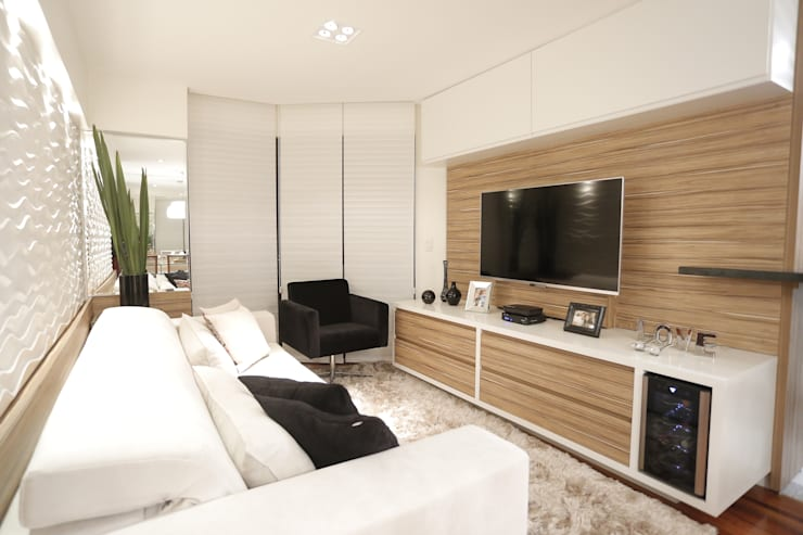 APARTAMENTO CONTEMPORÂNEO: Salas de estar  por Estúdio Pantarolli Miranda - Arquitetura, Design e Arte