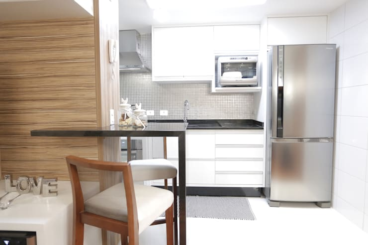 APARTAMENTO CONTEMPORÂNEO: Cozinhas  por Estúdio Pantarolli Miranda - Arquitetura, Design e Arte