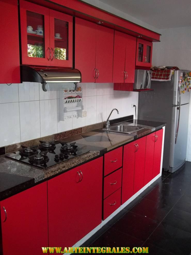 cocina integral en el estilo contemporaneo con meson en granito natural en marmol combinado: Cocina de estilo  por arteintegrales