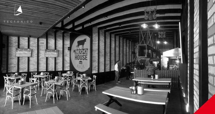 MOO HOUSE UPTOWN JURIQUILLA: Comedores de estilo  por Tectónico
