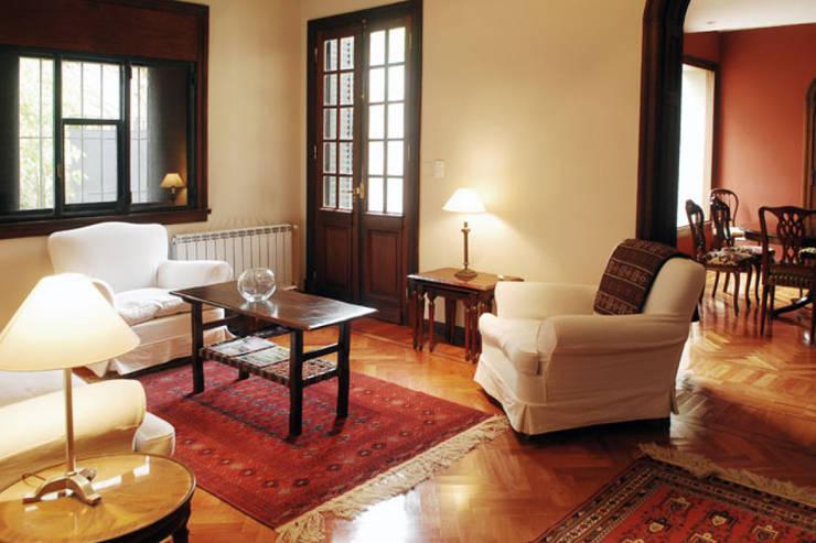 غرفة المعيشة تنفيذ Radrizzani Rioja Arquitectos