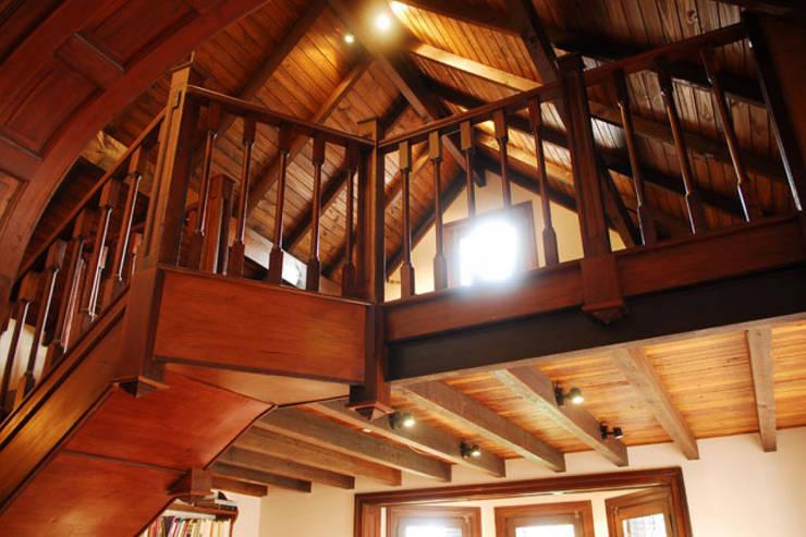 Pasillos y recibidores de estilo  por Radrizzani Rioja Arquitectos