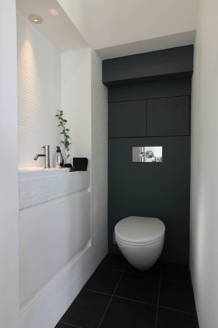 House with the bath of bird: Sakurayama-Architect-Designが手掛けた浴室です。