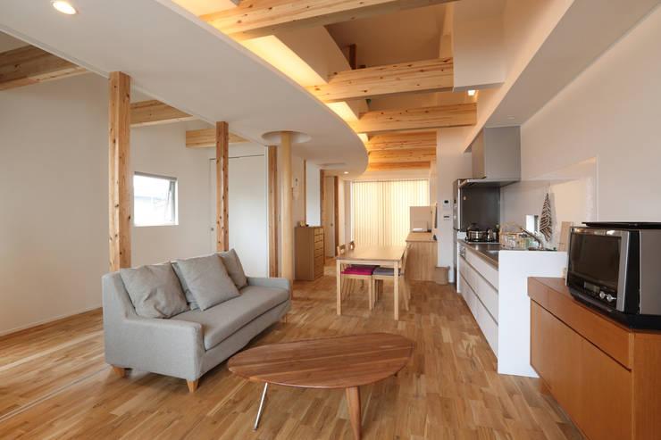 2階LDK: nano Architectsが手掛けたリビングです。