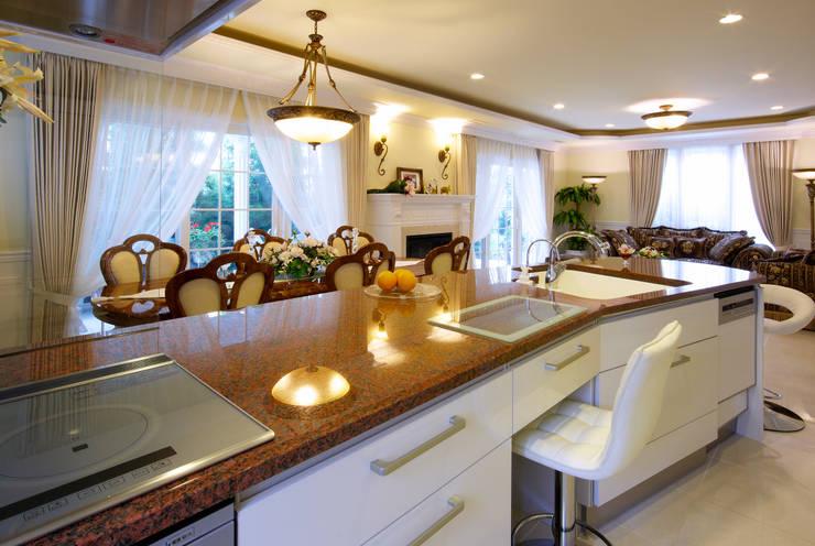 サロングランド施工例 - I様邸 -: 株式会社ディオが手掛けたリビングルームです。