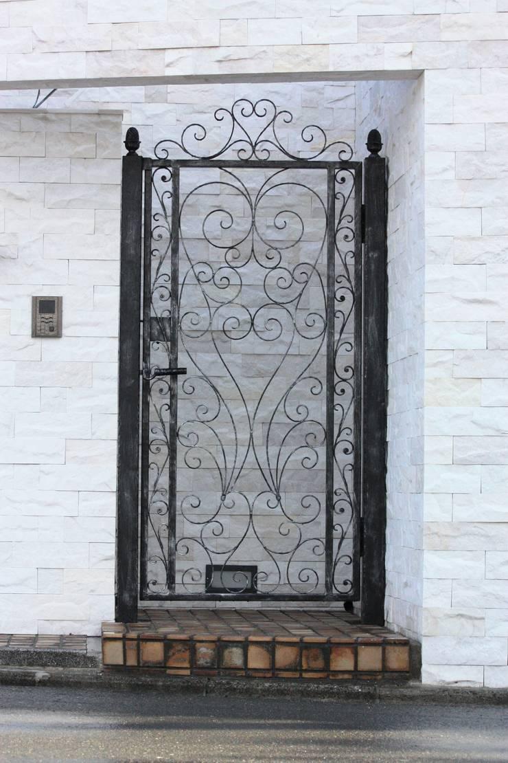 おしゃれな片開き門扉 - マーメイド -: 株式会社ディオが手掛けた窓&ドアです。