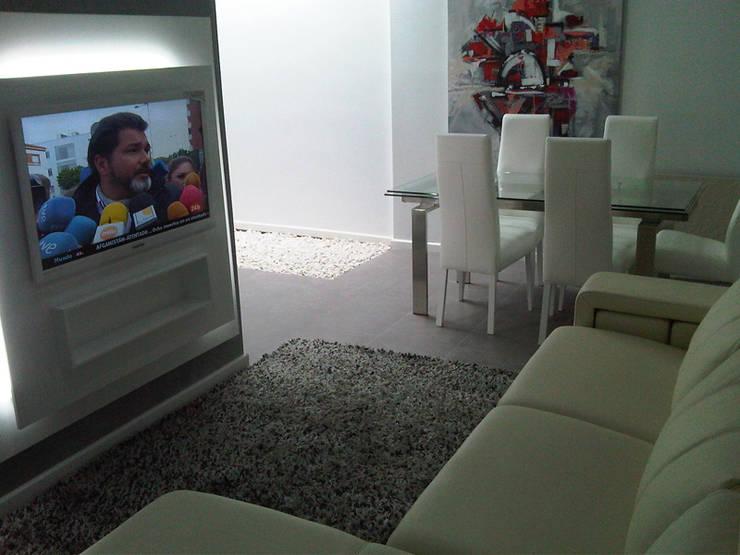 Salones Modernos: Salones de estilo  de AZD Diseño Interior