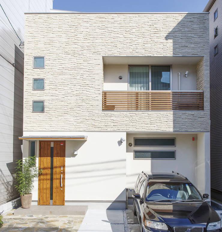 広いバルコニーのある家: 福島工務店株式会社が手掛けた家です。,