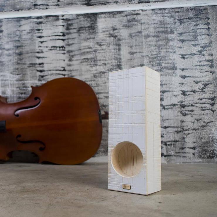 iTòch acoustic amplifier 2015: Casa in stile  di iTòch