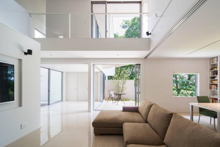 獅子ヶ口町の家: Kenji Yanagawa Architect and Associatesが手掛けたリビングです。