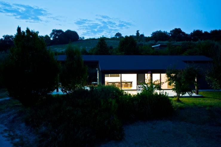 Casa in legno Alma Negra: Case in stile  di Progettolegno srl