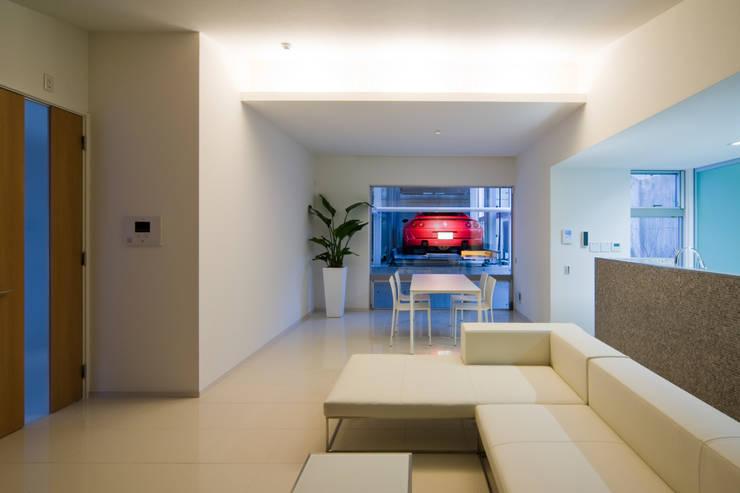 Living room by Kenji Yanagawa Architect and Associates