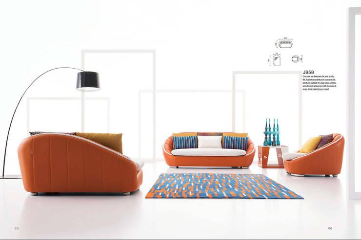 Gllamor Leather sofa: modern  by Gllamor,Modern