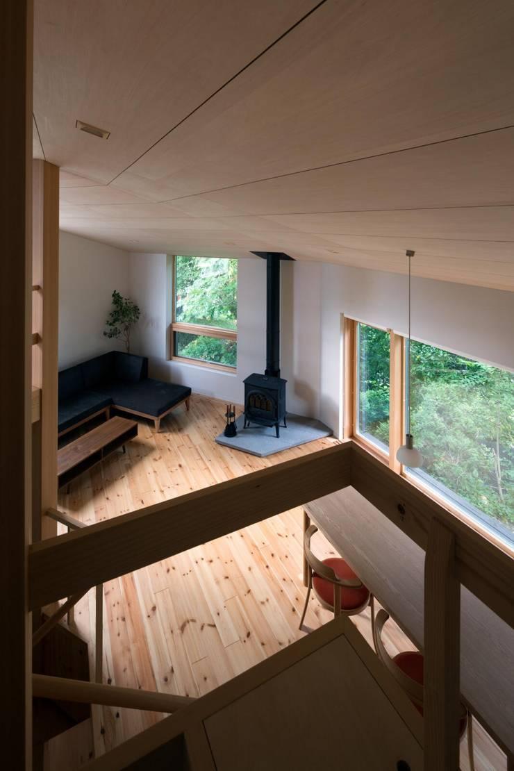 寝室から居間を見る: キタウラ設計室が手掛けたリビングです。