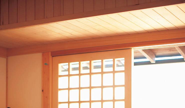 おばあちゃんが住んでいた離れ(古民家)をリノベーション: 株式会社粋の家が手掛けた窓です。