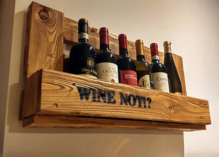 Porta bottiglie WINE NOT!?: Cantina in stile in stile Rustico di IDEA - Ivan de Angelis