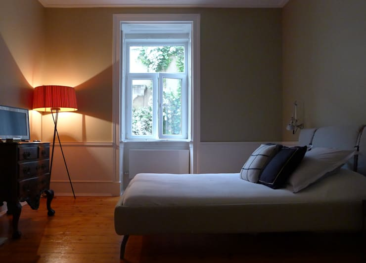 Phòng ngủ by JOANA MENDES BARATA arquitetura