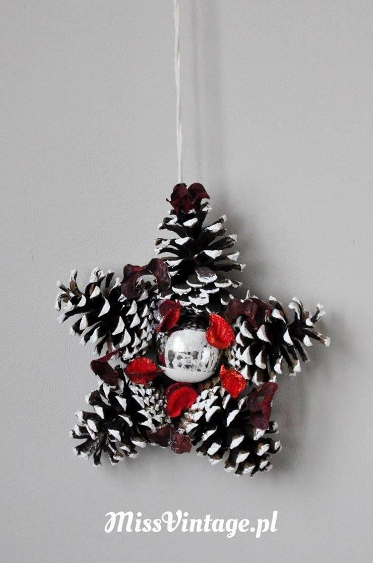 Świąteczny wieniec gwiazda z szyszek: styl , w kategorii  zaprojektowany przez Miss Vintage,Rustykalny