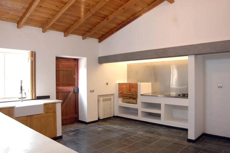 Cocinas de estilo rústico por BL Design Arquitectura e Interiores