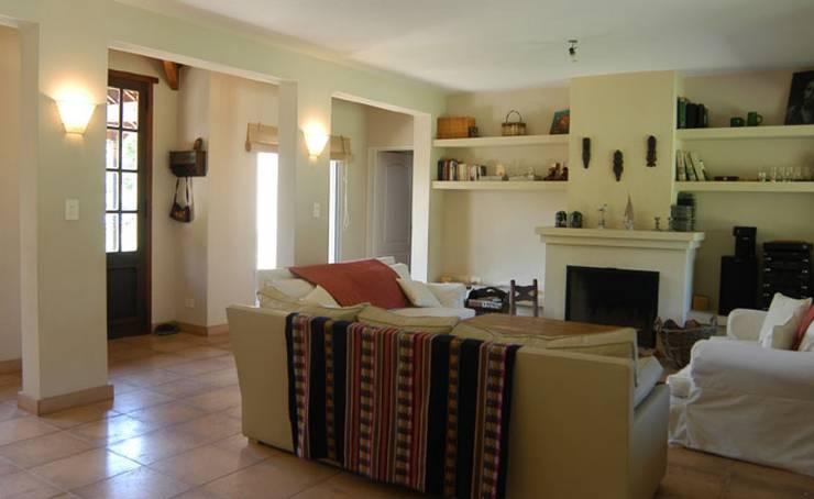 ห้องนั่งเล่น by Radrizzani Rioja Arquitectos