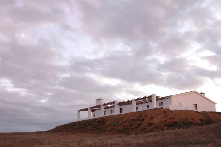 Habitação.Monte Alentejano I.Arraiolos: Casas rústicas por BL Design Arquitectura e Interiores