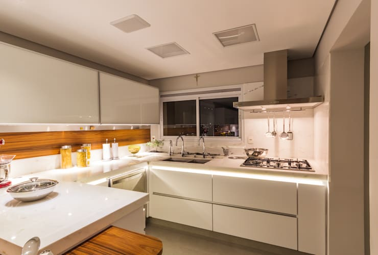 Cozinha: Cozinhas modernas por Enzo Sobocinski Arquitetura & Interiores