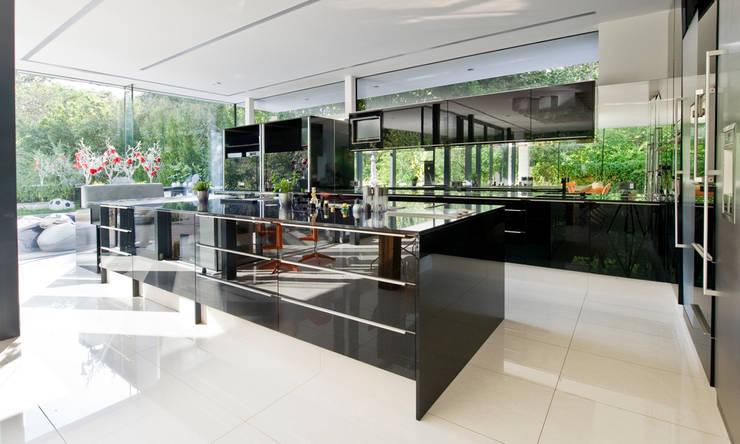 Einfamilienhaus in Hinterbrühl bei Wien: moderne Küche von WUNSCHHAUS