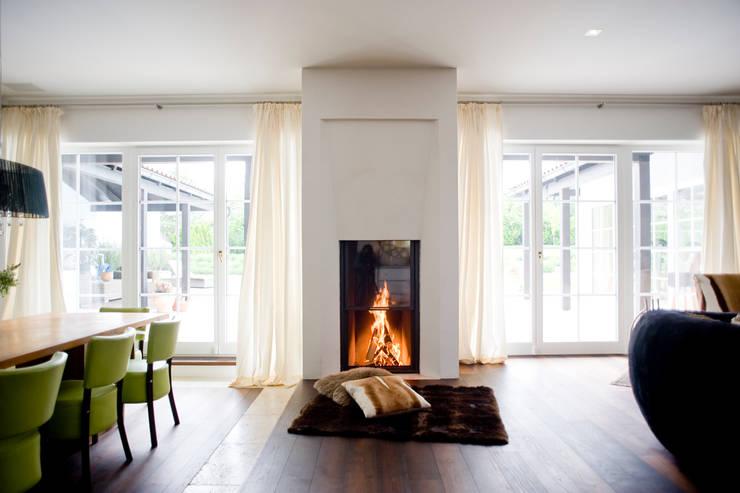 Einfamilienhaus in Perchtoldsdorf bei Wien: mediterrane Wohnzimmer von WUNSCHHAUS