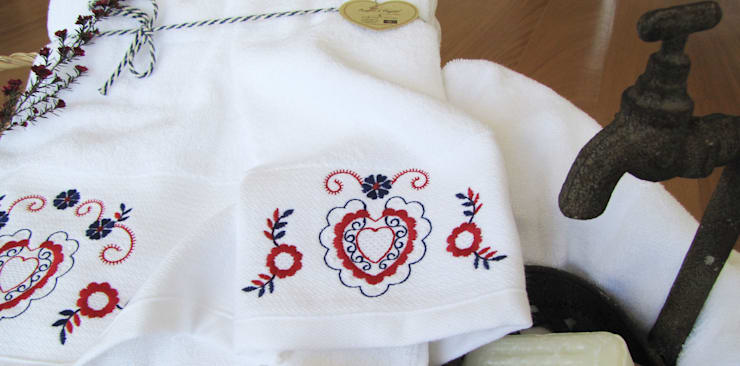 Inspirado no bordado de Viana - banho: Casa de banho  por Suspiro d'Algodão
