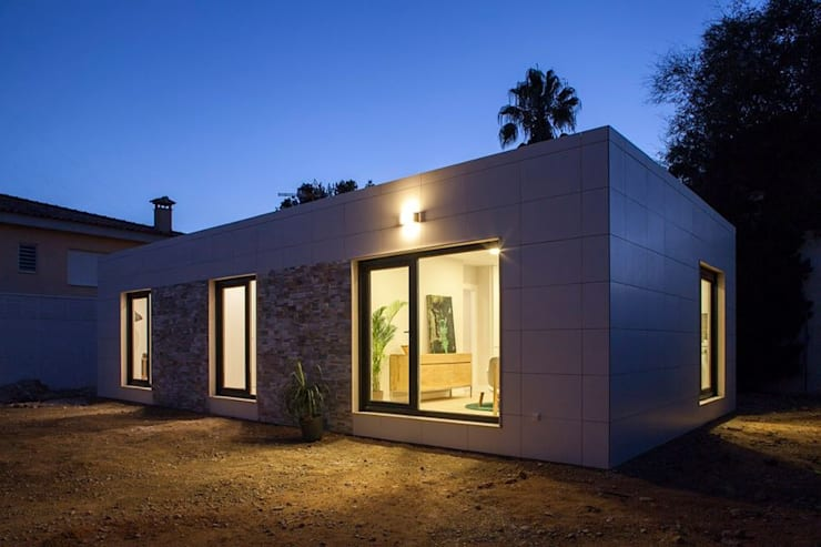 modern Houses by Casas inHAUS