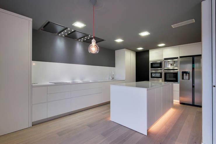Nhà bếp by OAK 2000
