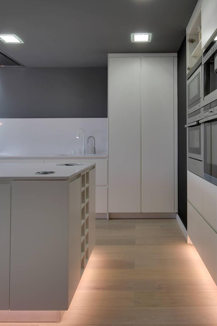 Dapur oleh OAK 2000, Modern