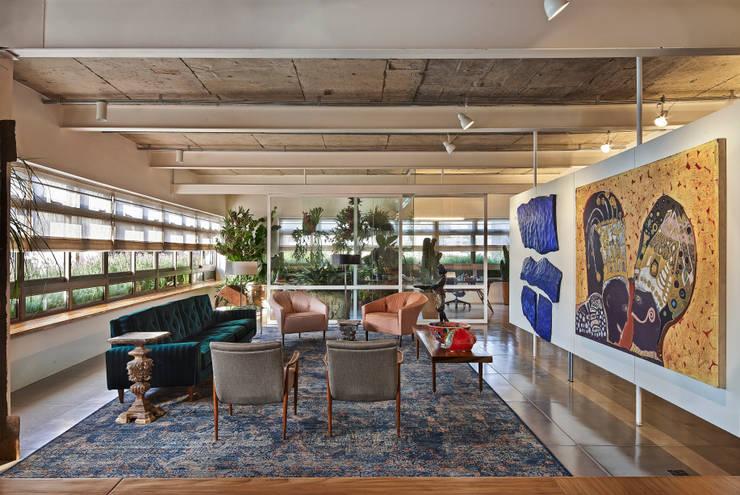 Salas de estilo  por Piratininga Arquitetos Associados