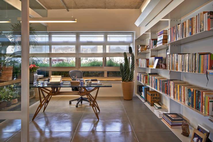 Oficinas de estilo  por Piratininga Arquitetos Associados