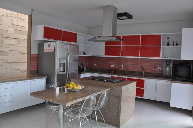 Nhà bếp phong cách hiện đại bởi Libório Gândara Ateliê de Arquitetura Hiện đại