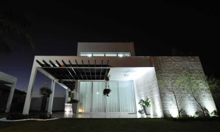 Fachada Principal: Casas  por Libório Gândara Ateliê de Arquitetura,