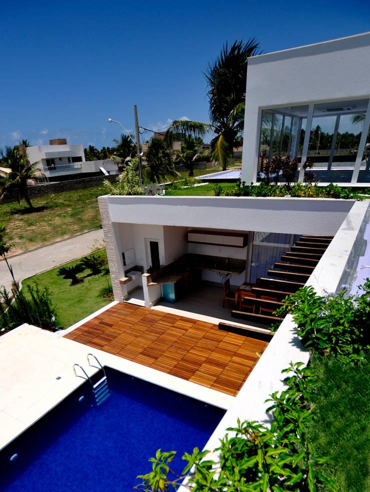 Tetos jardim vista para a piscina: Jardins  por Libório Gândara Ateliê de Arquitetura,